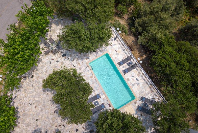 Un aspecto de la terraza de la piscina desde arriba!