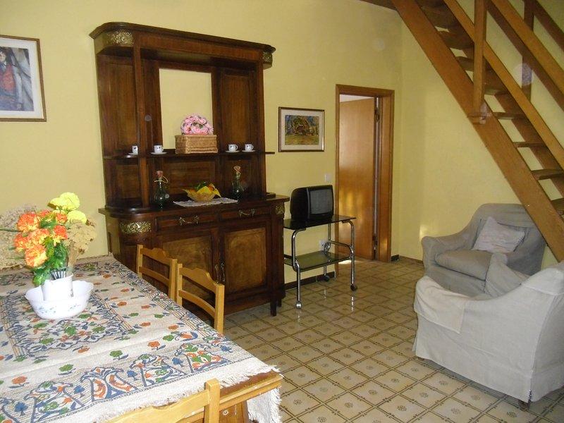 Casa Valle, Scansano, appartamento n.2: pieno centro, uso piscina, mare, terme, alquiler vacacional en Bivio Montorgiali