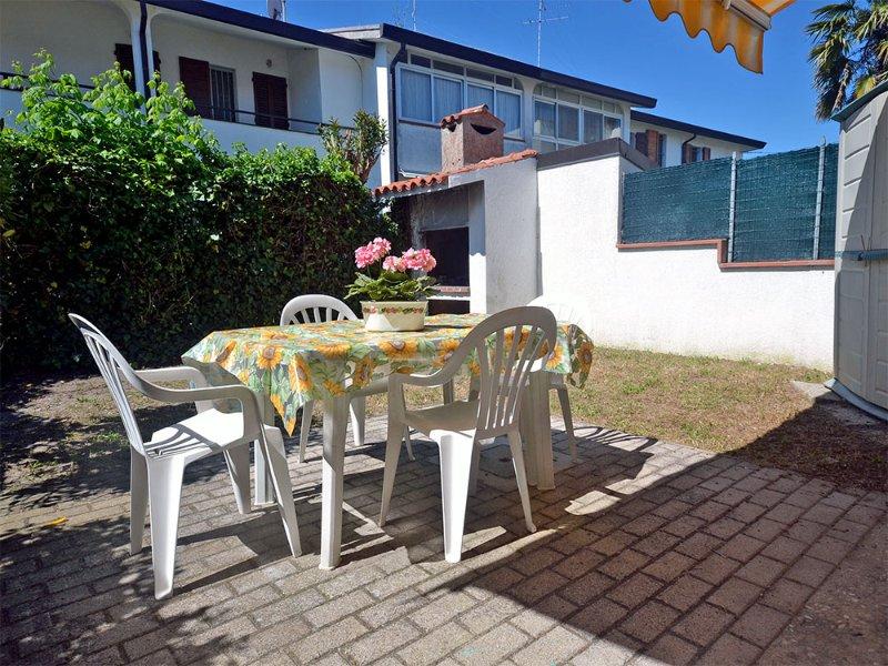 Villeltta ristrutturata in verticale con giardino privato e aria condizionata, aluguéis de temporada em Lido delle Nazioni