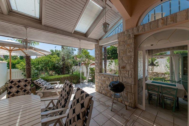 COSY SUMMER HOUSE KARIGADOR, holiday rental in Fiorini