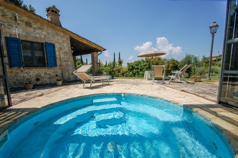 Detached house with jacuzzi near Todi. 2 bedrooms, Ferienwohnung in Piedicolle