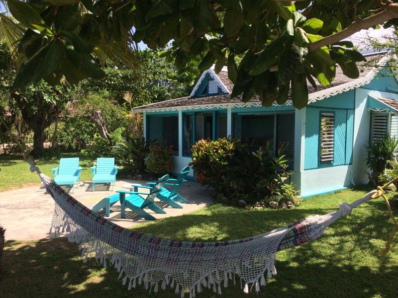 Bahia Cottage - Runaway Bay 1 Bedroom, vakantiewoning in Runaway Bay