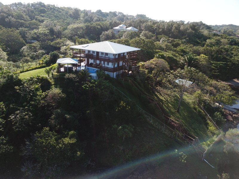 *NEW* CASA CARIBE ROATAN 3Bd/3Ba 3-acre BEACH Estate w Pool, Hot Tub & Dock, alquiler de vacaciones en First Bight