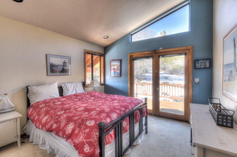 Second guest bedroom has a Queen Bed