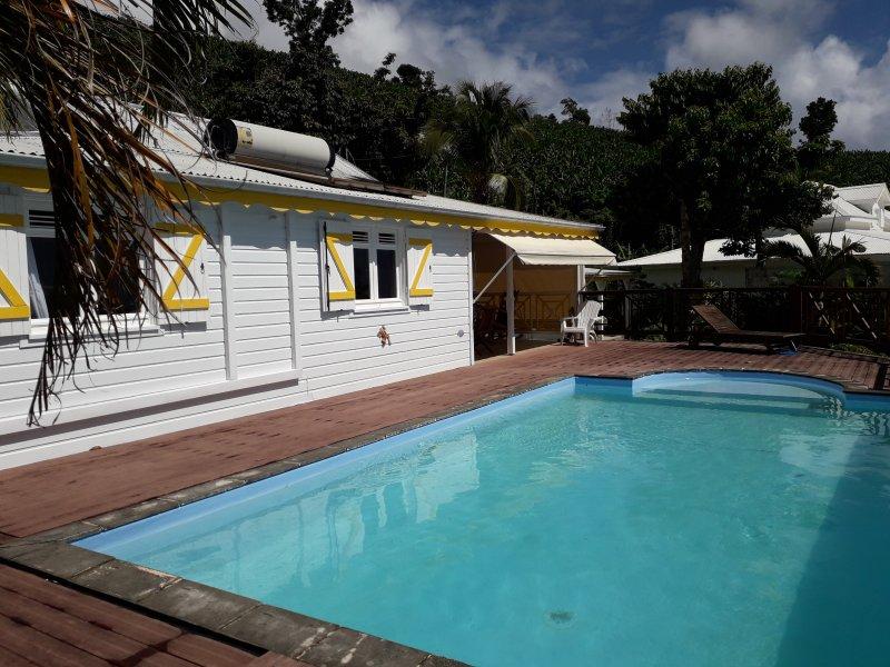 TRES BELLE MAISON EN BOIS AVEC PISCINE, holiday rental in Vieux-Fort