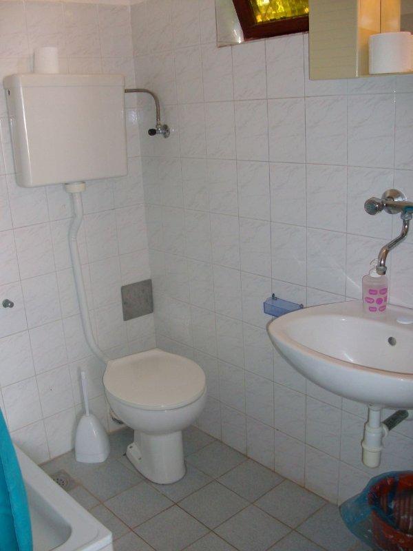 A-Lorena 9 (5): badkamer met toilet