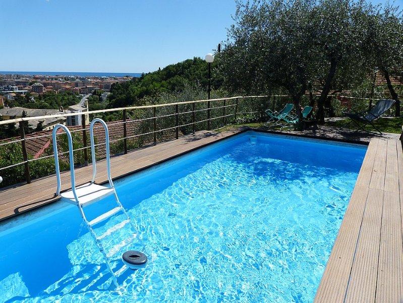 Chiavari Villa Sleeps 4 with Pool Air Con and WiFi - 5229299, vakantiewoning in Mezzanego
