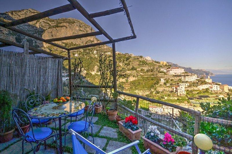 Amalfi Holiday Home Sleeps 2 with Air Con and WiFi - 5228828, holiday rental in Amalfi