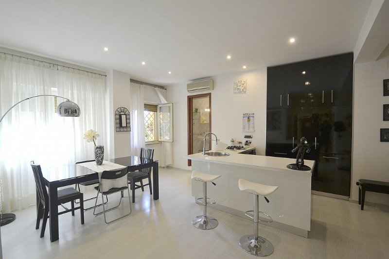 Posillipo Villa Sleeps 4 with Air Con and WiFi - 5229525, vacation rental in Fuorigrotta