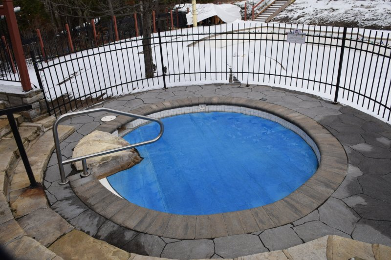 Hot tub - open year-round