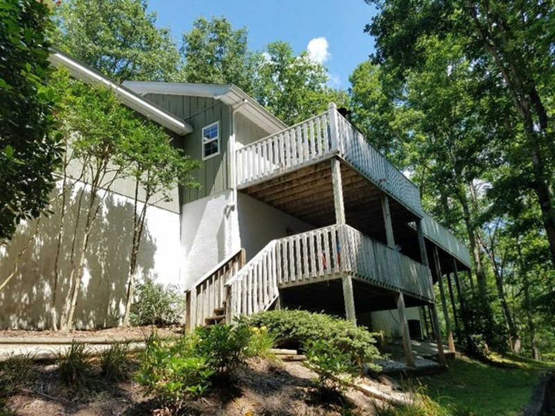 Fox Den Retreat-reserve your mountain vacation today! 6 bed/3bath sleeps 16