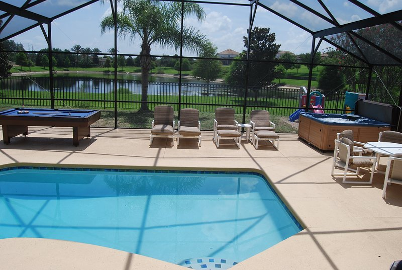 Disney is SUPER close, Pool, Spa, Game room, Free WiFi, Private backyard, Lake, holiday rental in Four Corners