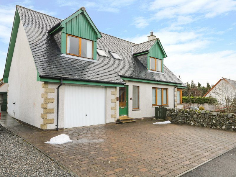 12 Loch Na Leoba Road, Newtonmore, vacation rental in Dalwhinnie