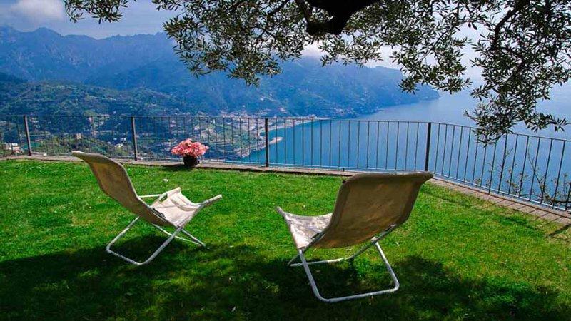 01 Villa Tara garden with sea view