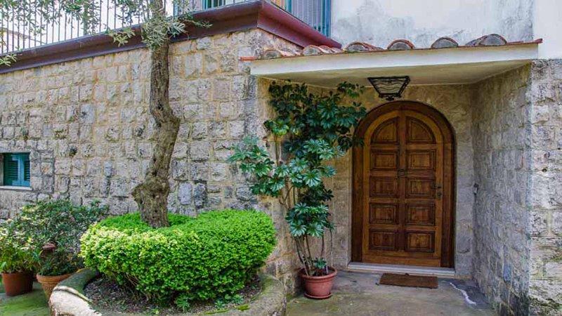 02 Villa Tara entrance