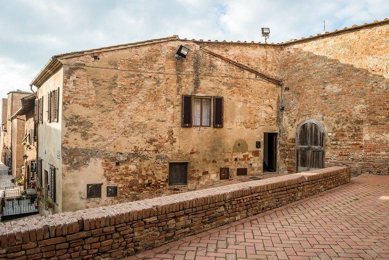 Casa al Cantone appartamento indipendente nel borgo medievale di Certaldo Alto, vacation rental in Certaldo