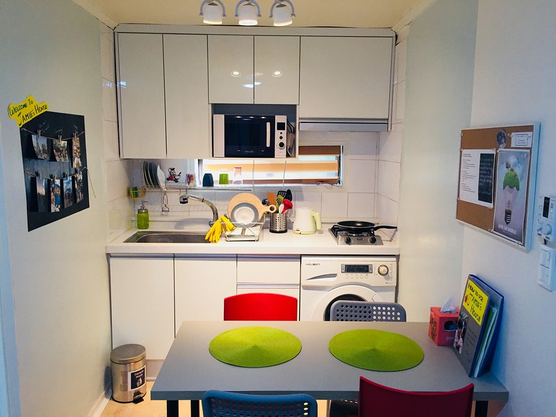 [Seoul]Garosugil 2BR Sunshine house. Perfect location for 5ppl., vacation rental in Goyang