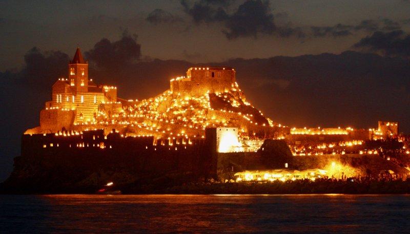 Mit Blick auf Portovenere von der Insel Palmaria während der Feier der Madonna Bianca, 17. August