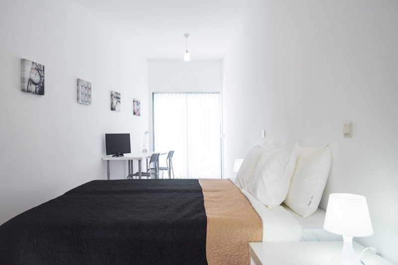 Room 1 (clock) | quarto 1 (clock)