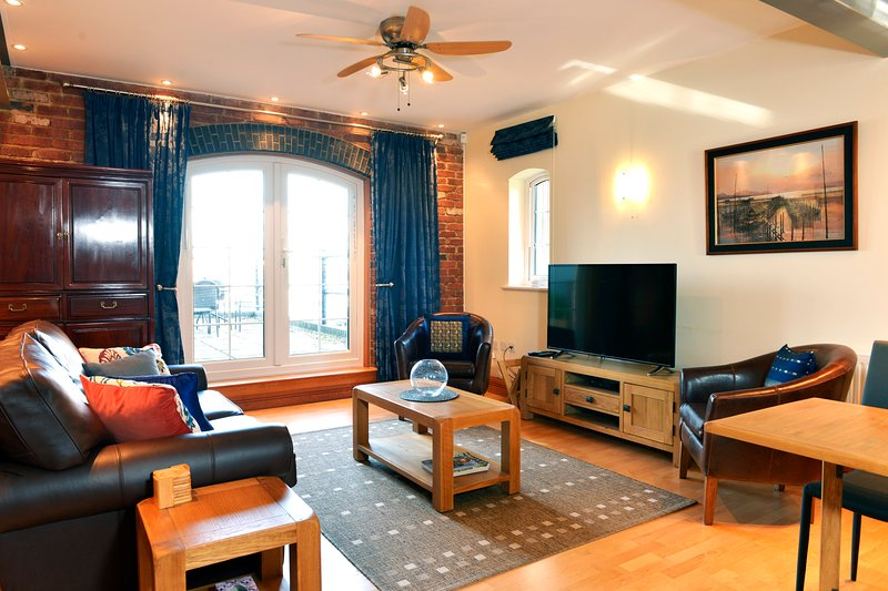 Sea Salt Waterside Apartment With Private Terrace and Parking Space, casa vacanza a Eastbourne