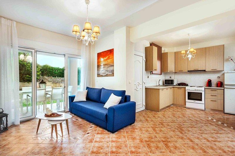 Superior 4 Bedroom Villa [Sunset Villas], holiday rental in Fourka