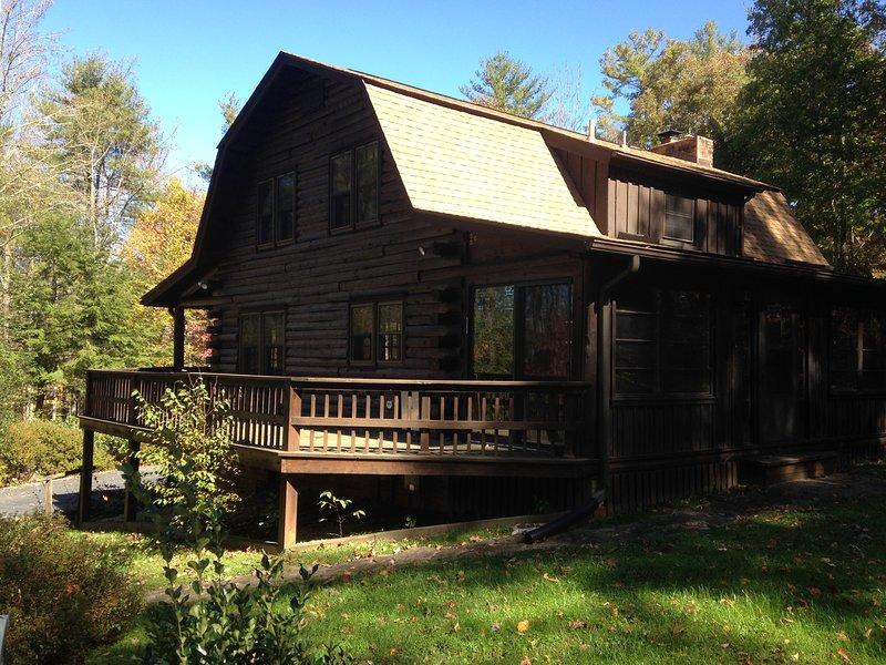 DuPont Forest Trailside Cabin, holiday rental in Flat Rock