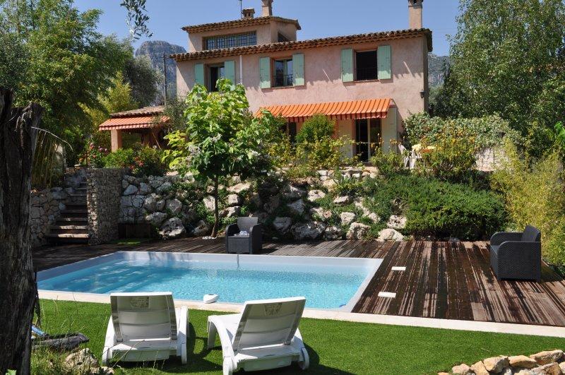 Belle villa indépendante avec grand jardin proche, holiday rental in La Gaude
