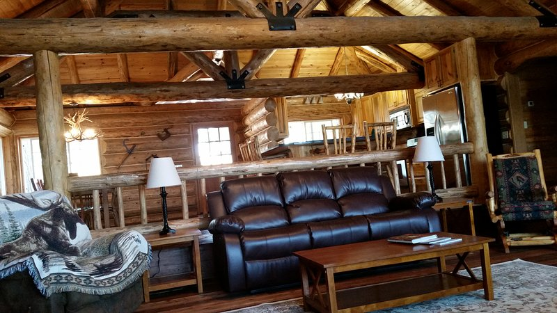 ' Hand-Crafted Cabin '  in Montana ., location de vacances à Somers