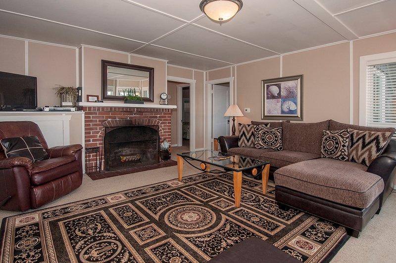 sala de estar mirando hacia el piso 2 dormitorios principales