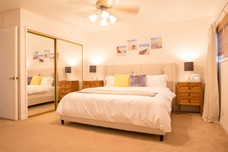 Redondo Beach Beautiful House Close to LAX/Beach/Restaurants/Freeways/Shopping, holiday rental in Lawndale