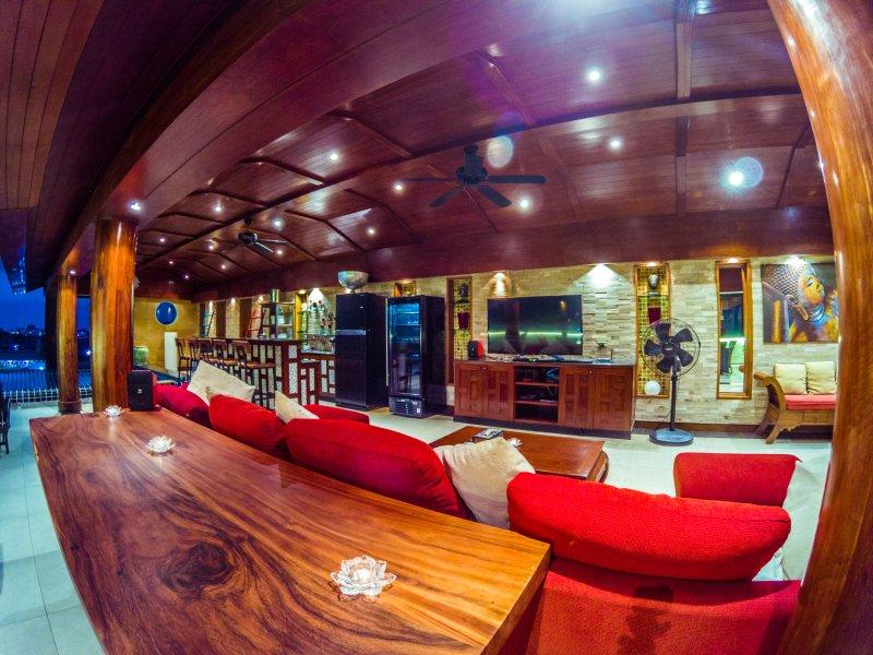 Private bar, large flat screen, soundsystem