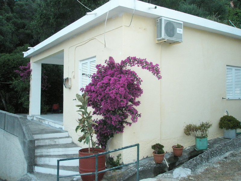 private house for 4, holiday rental in Dafnata