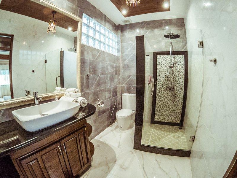 Bathroom to Bedroom nr 3