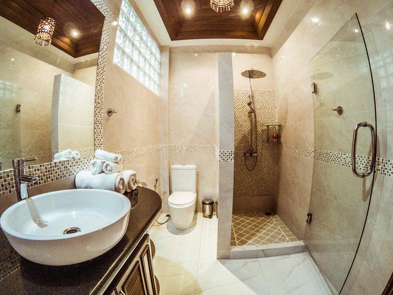 Bathroom with rain shower to Bedroom nr 4