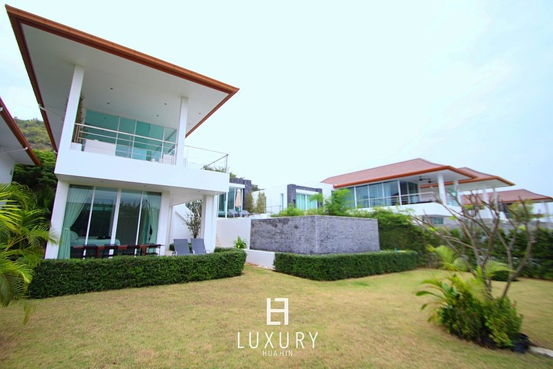 Phu Montra villa with ocean view, holiday rental in Khao Tao