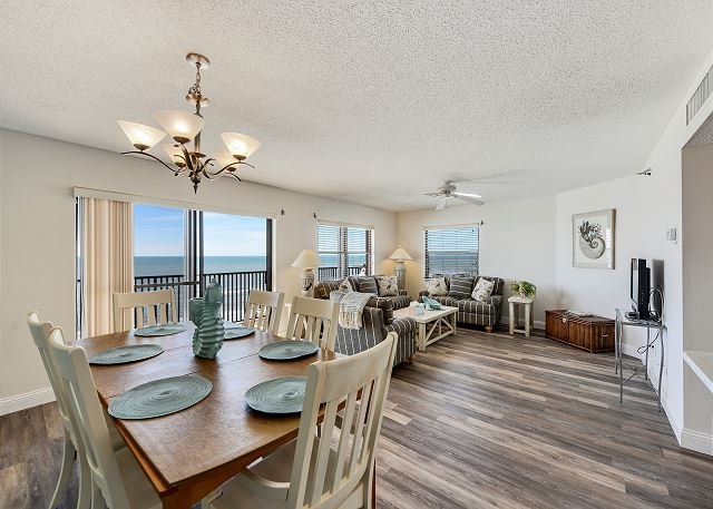 Emerald Isle 603 3 Bed/ 2 Bath top floor with stunning beach and Gulf view!, casa vacanza a North Redington Beach