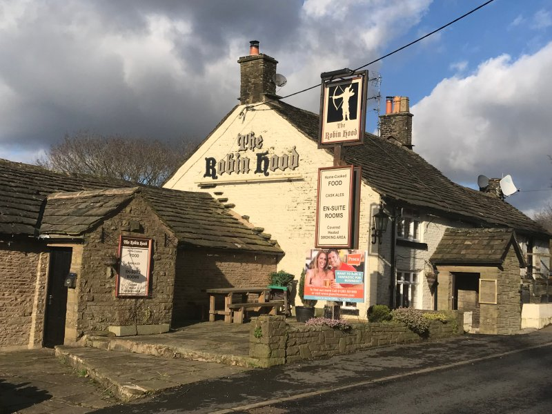 The Robin Hood Pub: a few steps away, serving hot food through the day