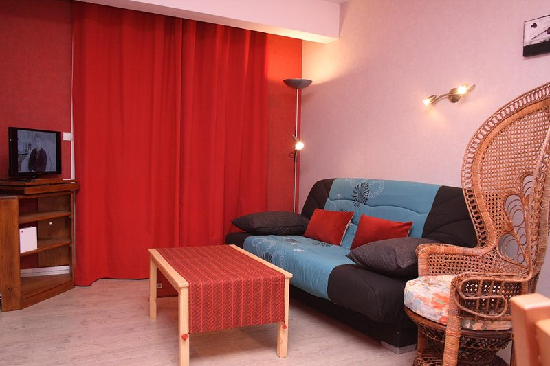 living room with coffee table, TV, Sofa &  Emanuel chair