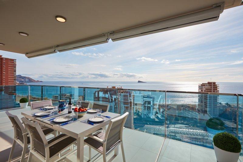 Al Fresco à manger avec vue sur la Méditerranée