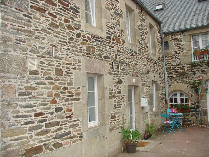 Maison typiquement bretonne, holiday rental in Plouegat-Moysan