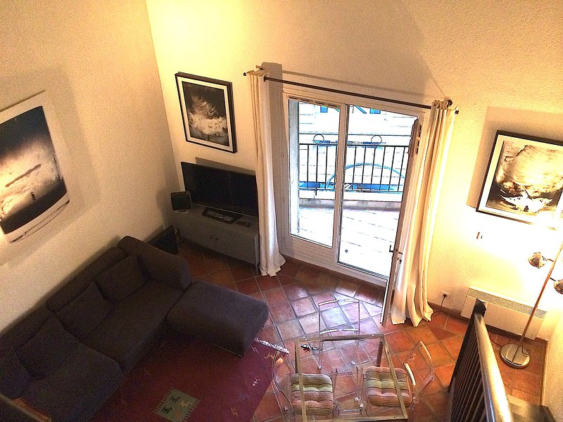 Duplex à 50 mètres de la Place des Lices, avec balcon et parking privée, location de vacances à Saint-Tropez
