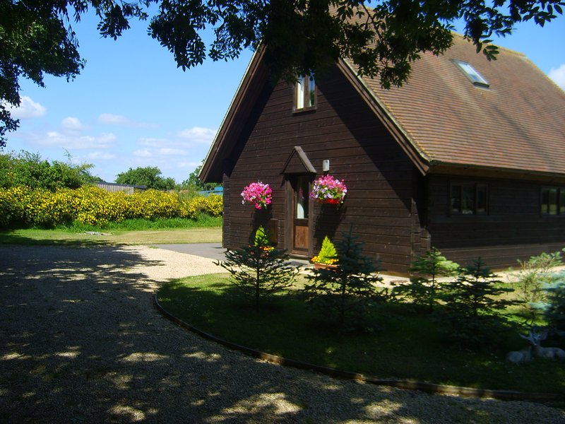 Wessex chalet on working dairy farm in rural Dorset, casa vacanza a Bourton
