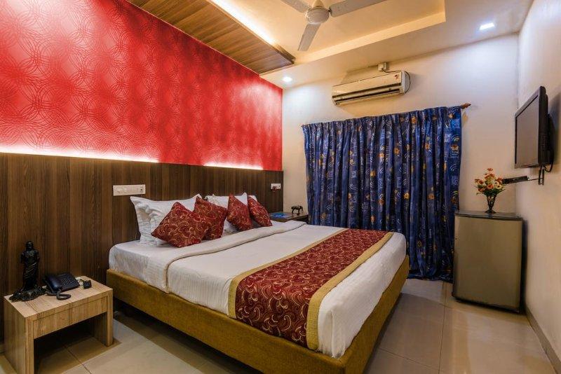 Hotel Panchratna (Deluxe 1), holiday rental in Kalyan