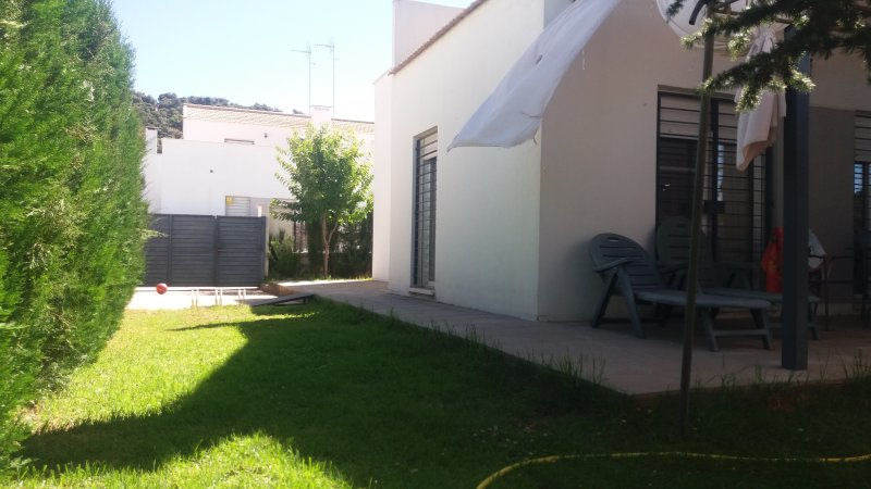 Casa con jardín