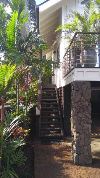 Lush / / Entrada privada tropical a casa de huéspedes.