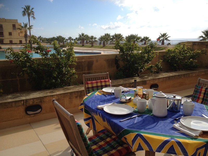 Relaxing in a picture-perfect holiday spot, vacation rental in Comino