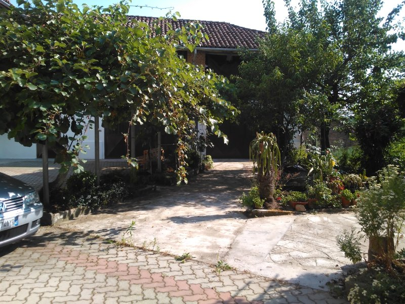 casa Aromi ed Arte alloggio SPEZIE, vakantiewoning in Scurzolengo