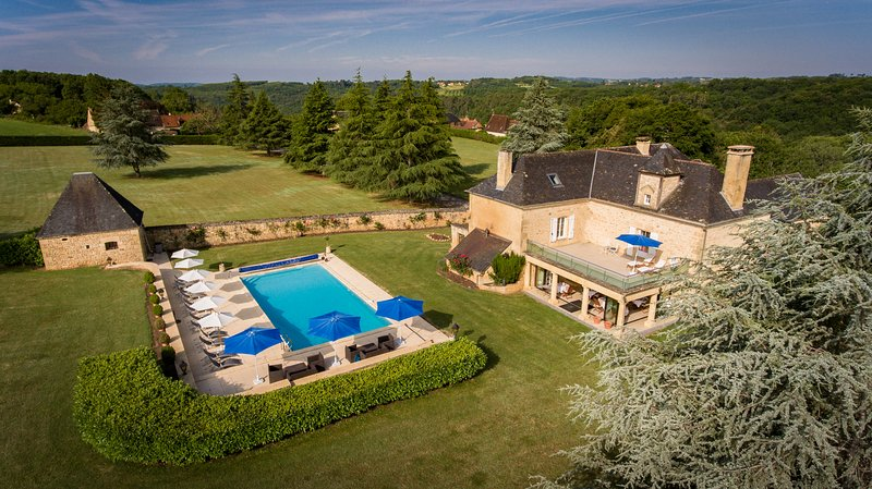 Les Charmes de Carlucet 6 bedroom manor house with heated outdoor pool