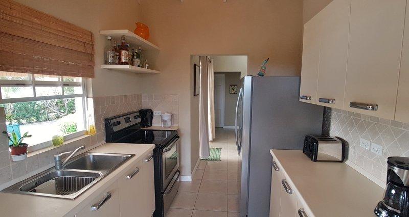 Grand four / plaque de cuisson / grill et réfrigérateur congélateur avec distributeur d'eau et de glace