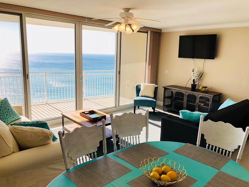 Luxurious 3 Bed/3.5 Bath Ocean Front Condo. Sleeps 13! Emerald Beach Resort, alquiler de vacaciones en Panama City Beach